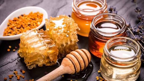 همه چیز درباره عسل خام: تفاوت آن با عسل معمولی در چیست؟